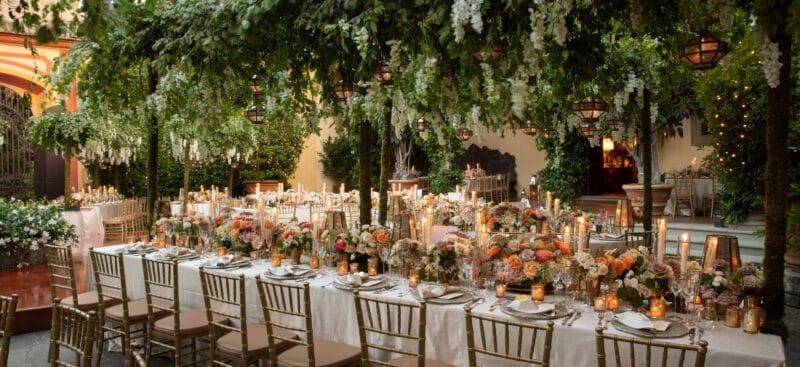 Secret garden style decor for elegant wedding tables decor