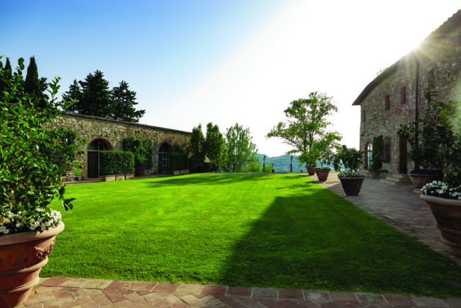 Garden for ceremonies and receptions in Tuscany