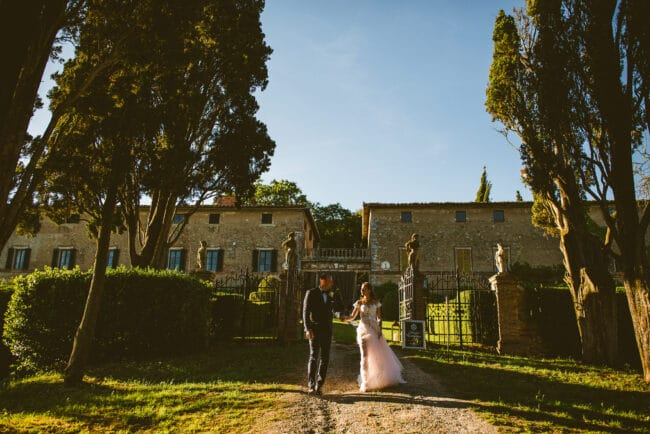 Intimate wedding in a villa in Siena