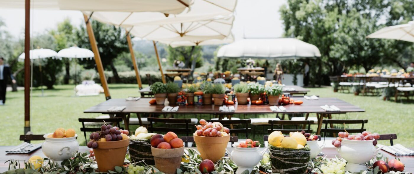 Rustic chic decor for brunch in Italy