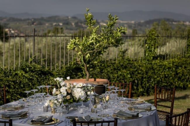 dinner table outdoor elegant villa wedding italy
