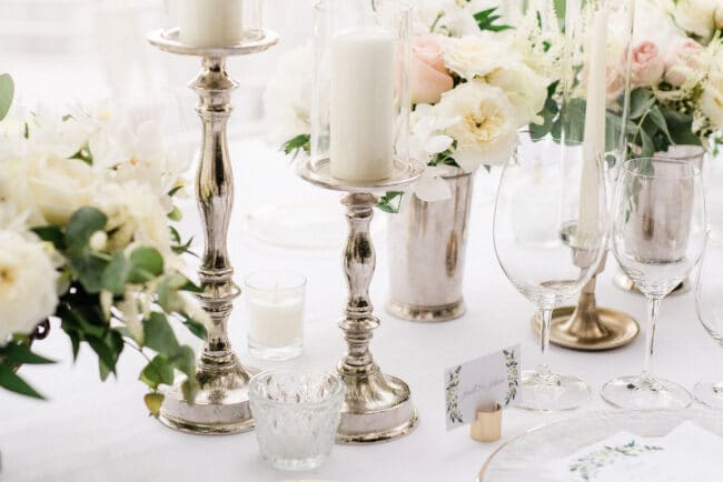White and gold theme for a wedding decor in Ravello