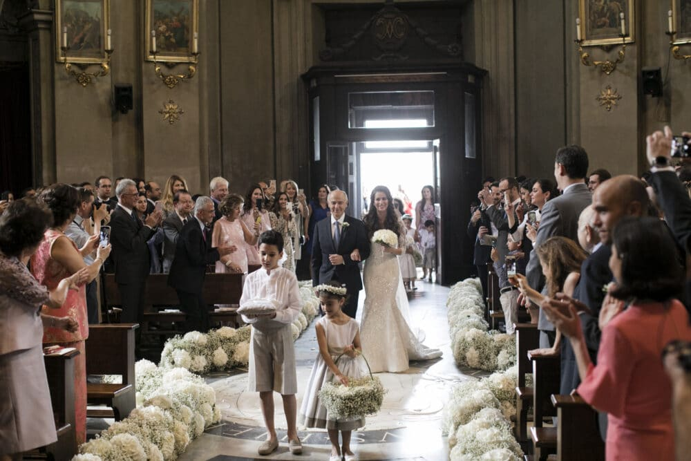 Bridal entrance and flowergirls in a Church wedding in Rome