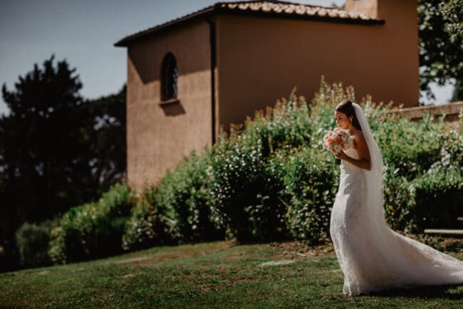 First look in a luxury Jewish wedding in Tuscany