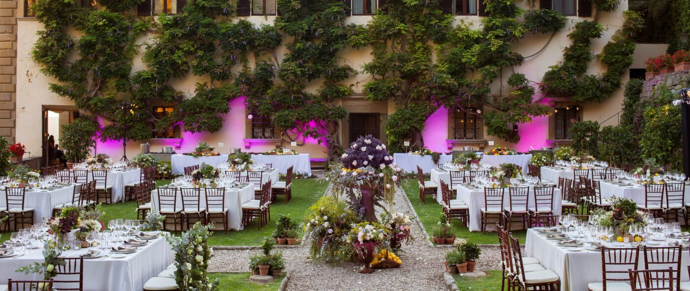 Outdoor wedding in Italy with a luxury decor