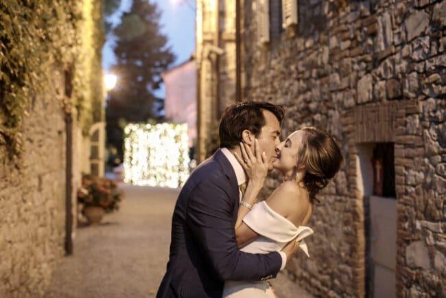 Jewish couple kiss
