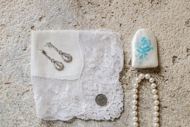Jewish wedding jewels and accessories