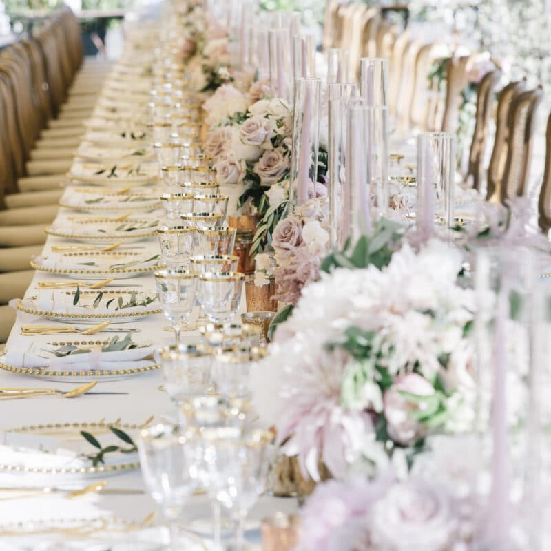 Top table with ivory and pink decors