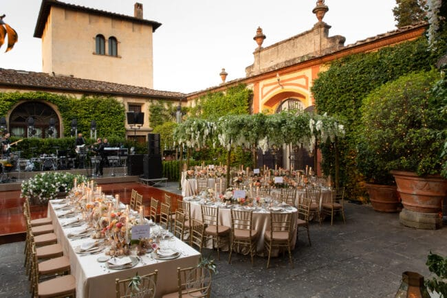 Luxury villa with courtyard for weddings in Tuscany