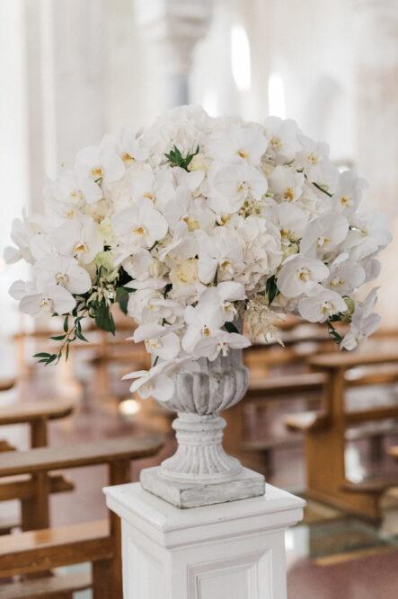 White orchids as ceremony decor in Ravello