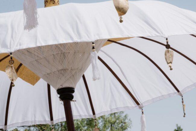 Original umbrellas for a wedding brunch in Italy