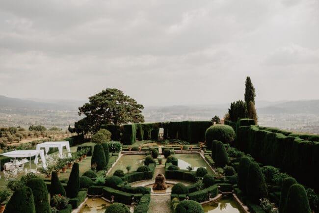 Persian themed wedding in a wonderful Italian villa gardens
