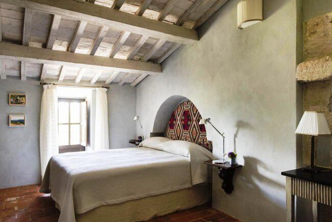 white bedroom wedding venue in tuscany
