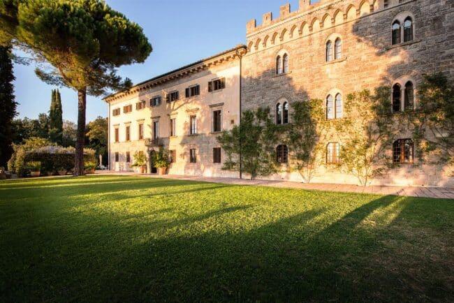 Big garden for wedding reception in tuscany