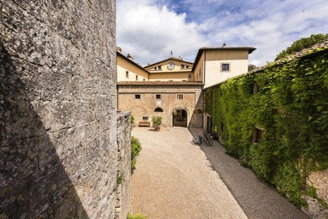 entrance of the wedding venue in tuscany