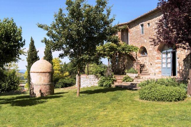 romantic garden in tuscany for wedding