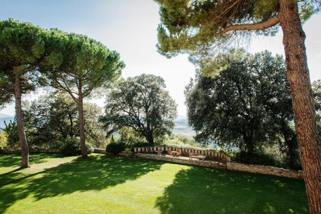 ceremony and reception garden for weddings in tuscany