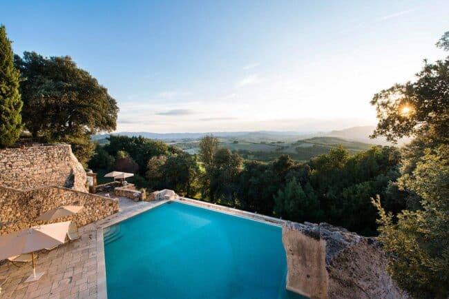 Infinity pool wedding venue tuscany romantic