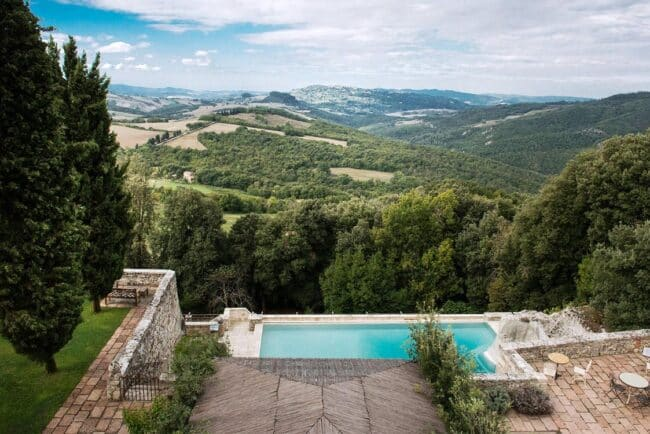 romantic wedding venue with view over the tuscany hills
