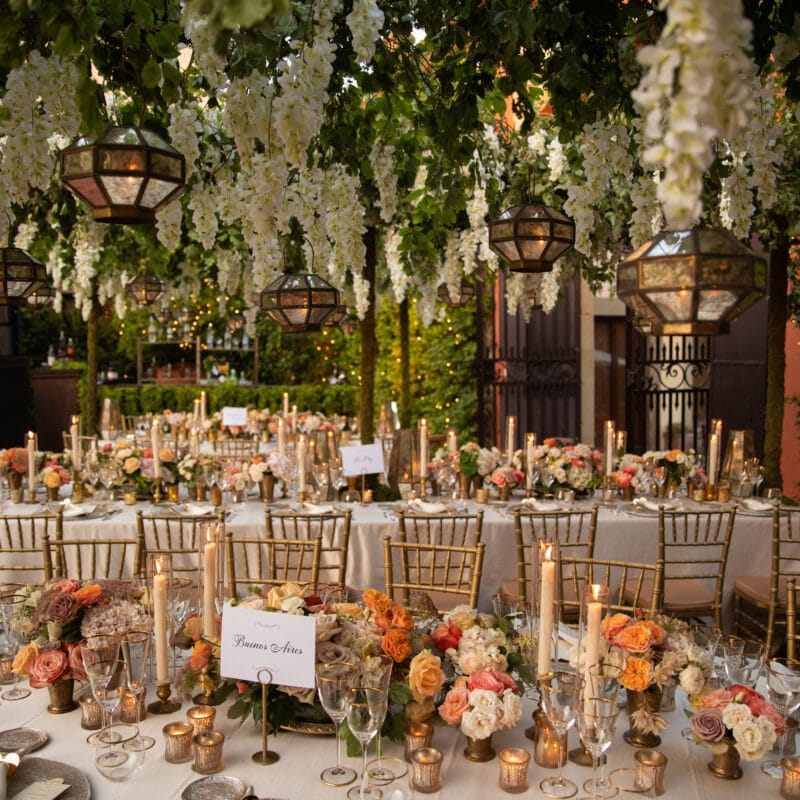 Secret garden style as wedding decor in Italy