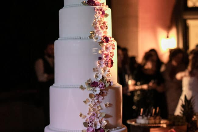 Seven layers wedding cake with sugar flowers