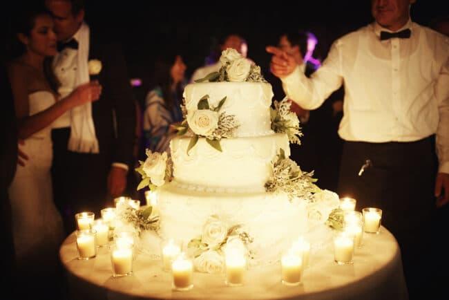 WEdding cake with ivory decor