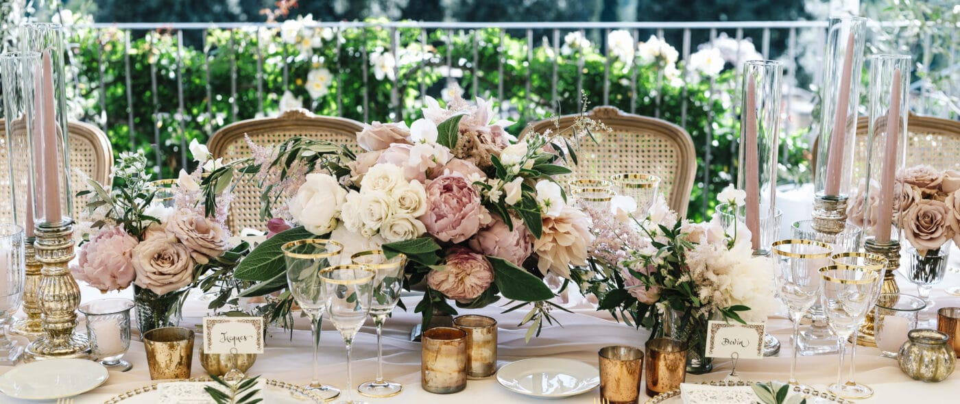 Romantic table decor for a wedding in Florence