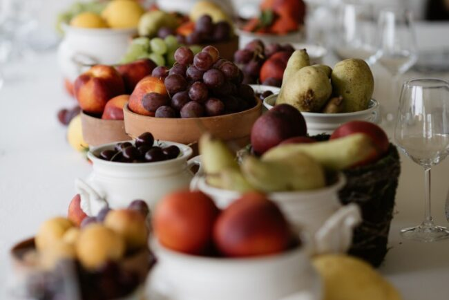 Decor with fruits for a wedding brunch