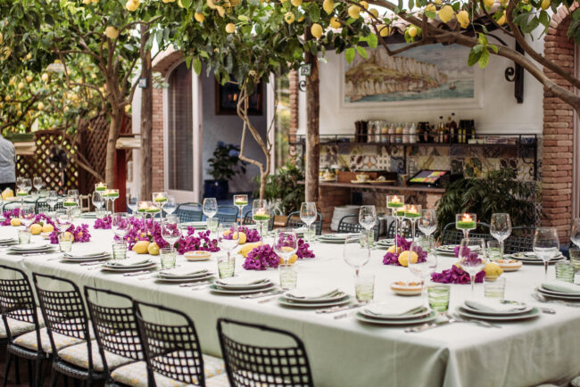 Fuxia flowers and lemons as decor for a welcome wedding dinner in Capri