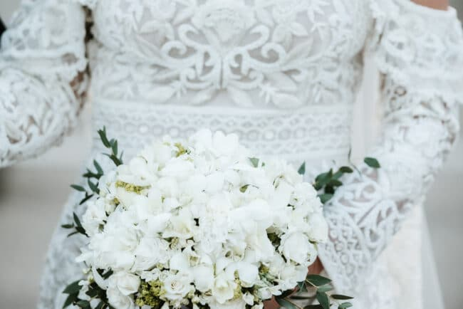 White bridal boquet for a wedding in Sicily