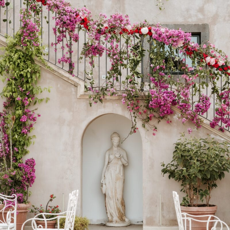 A wedding in Sicily with bouganville decors