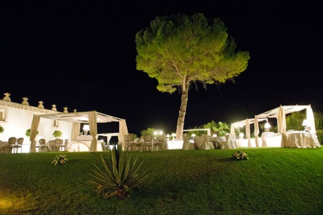Elegant garden for a perfect wedding dinner in sicily