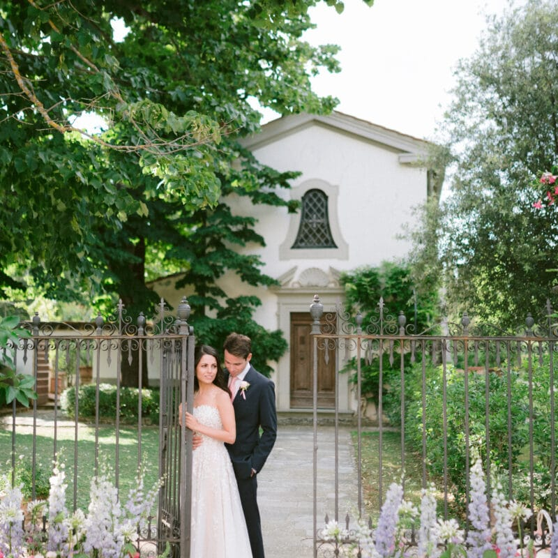 Luxury wedding venues Tuscany: romantic couple near church