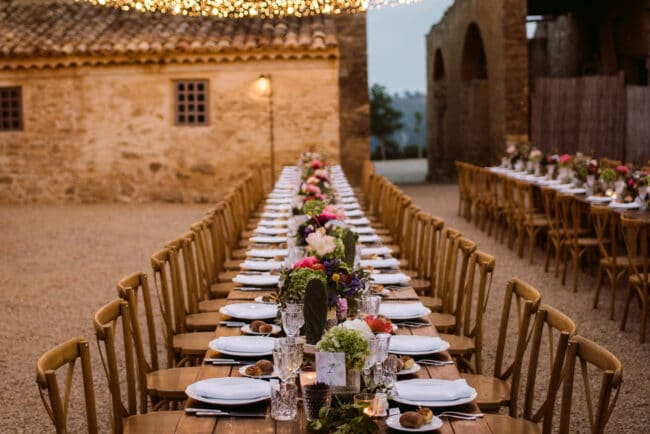 Tablesetting decorations in the court of the villa