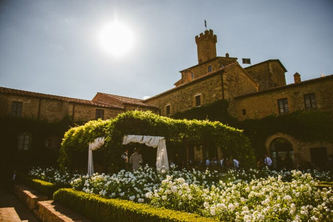 Castle in Tuscany  - romantic garden with pergola