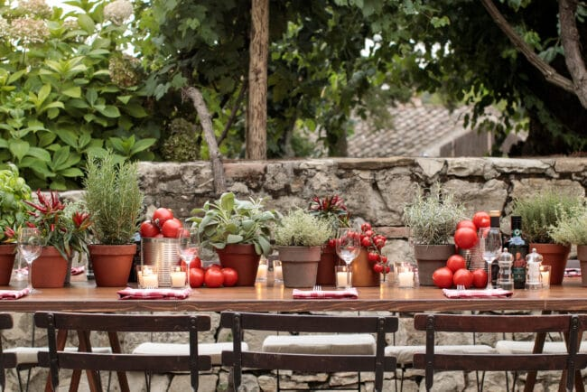 Decor with tomatoes and herbs for a Chianti wedding