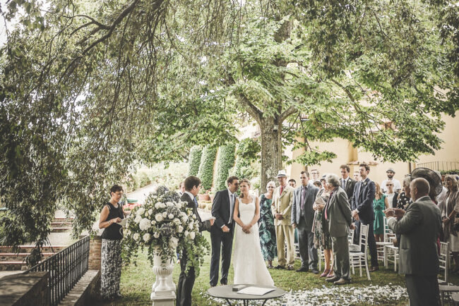 Romantic outdoor ceremony in a villa in Chianti