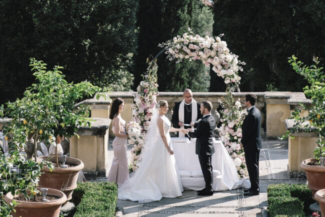 Intimate wedding in an hotel in Florence
