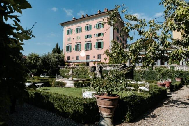 Wedding villa in Tuscany with lemon trees garden