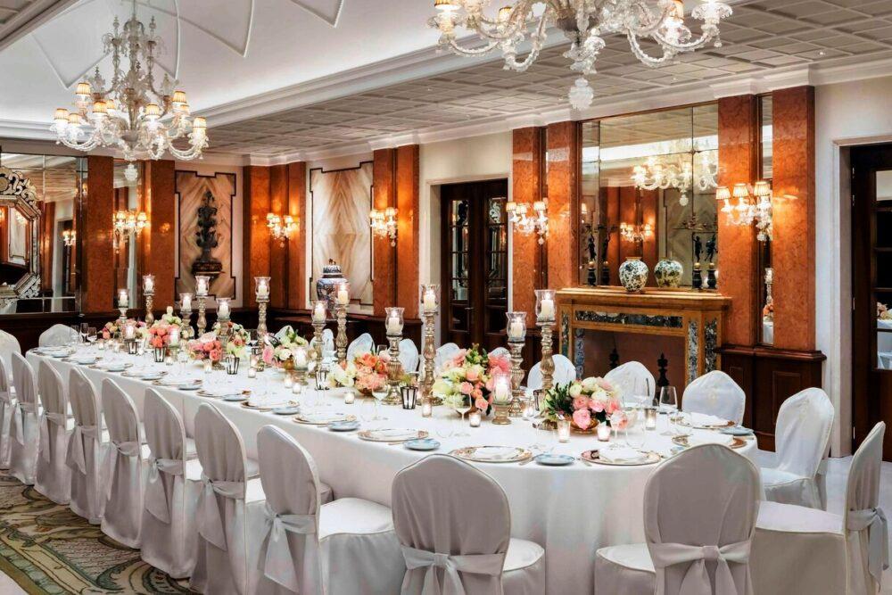 Elegant wedding reception ina five stars hotel in Venice