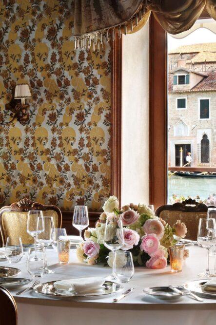 Wedding table decor in a five stars hotel in Venice