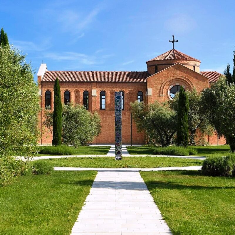 Chapel with garden in a romantic Venice wedding venue