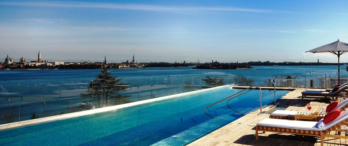 Rooftop swimmingpool in a romantic hotel in Venice