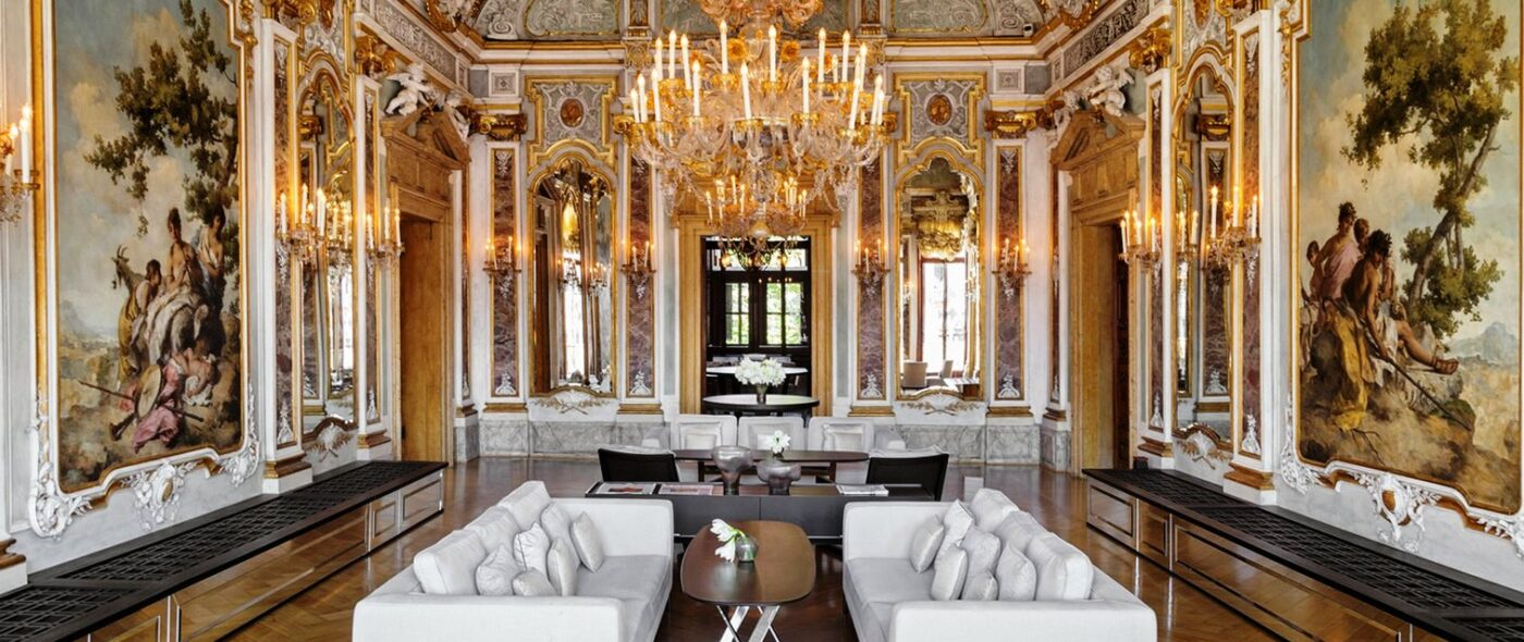 Luxury gold-decorated ballroom for weddings in Venice