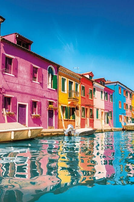 Colored houses in Burano perfect as wedding location