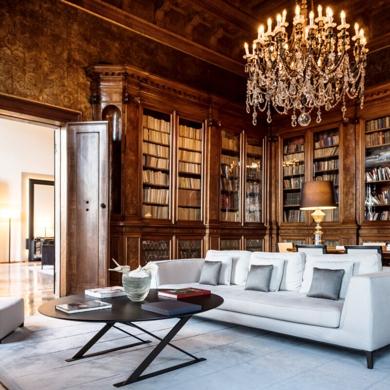 Elegant library for wedding reception in Venice