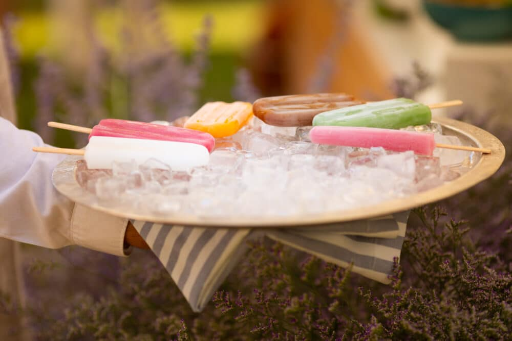 Colored popsicles as wedding brunch idea