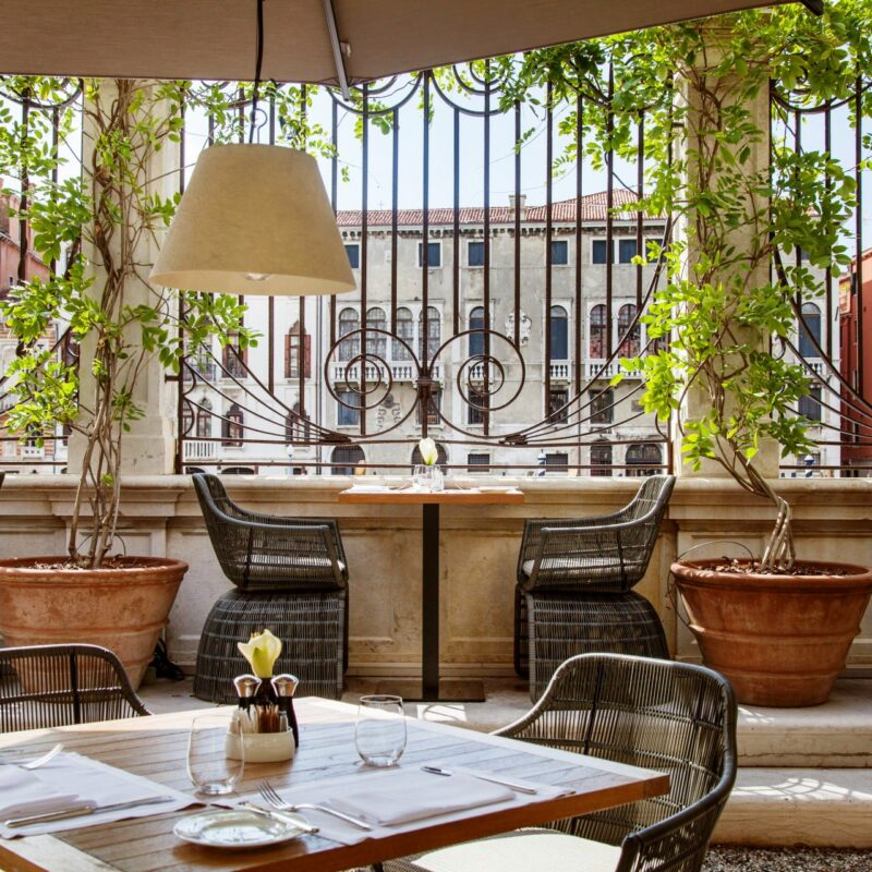 Garden with Canal Grande view for romantic weddings in Venice