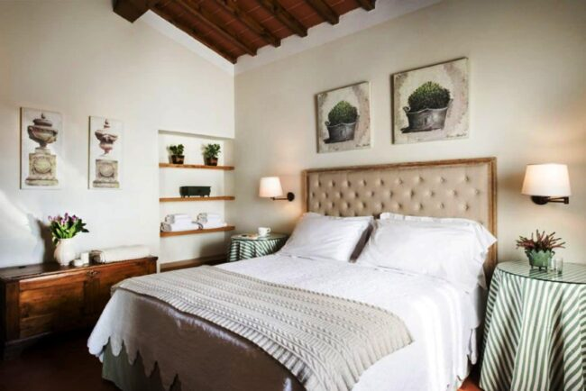 Bedroom with green details