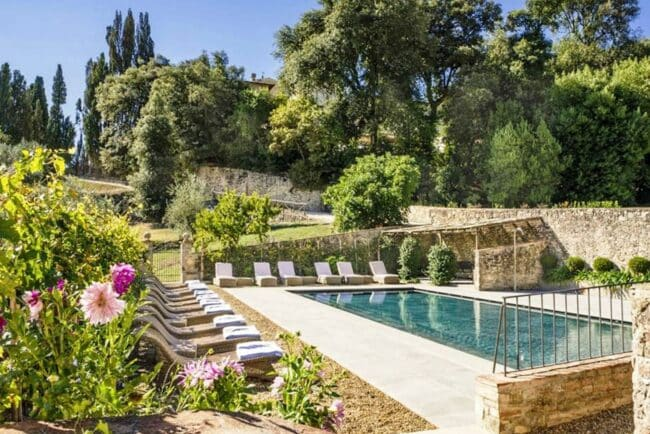 Swimmingpool and garden with blooming flowers
